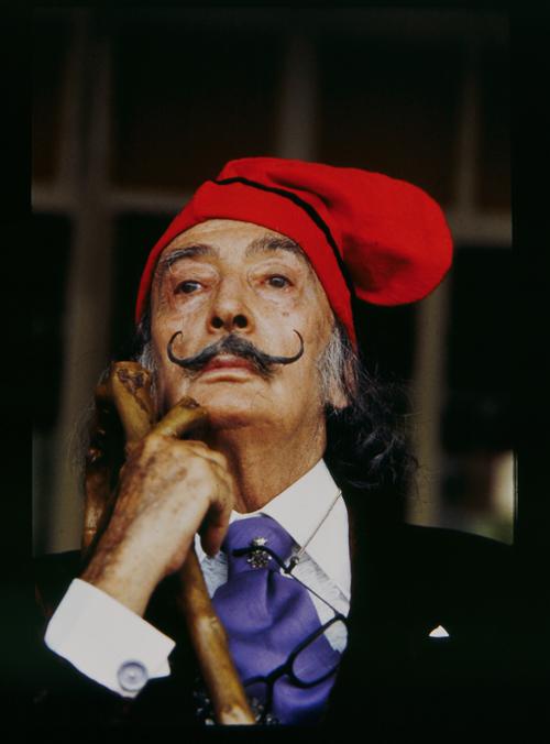 Salvador Dalí mit katalanischer Mütze 1977, Foto Werner Kohn